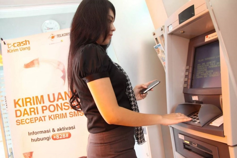 Panduan cara menggunakan ATM BCA, BRI, BNI, Mandiri lengkap