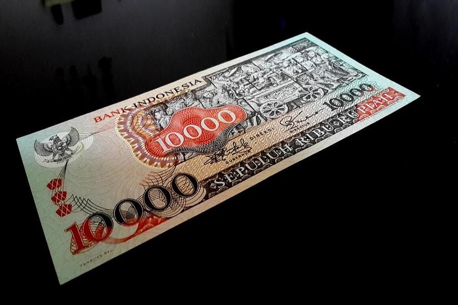 desain cantik pada uang kertas Indonesia tempo dulu