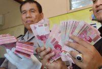Apa yang harus dilakukan jika mendapatkan uang palsu?