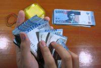 Teknik cara hitung uang kertas cepat dengan 5 jari ala teller bank