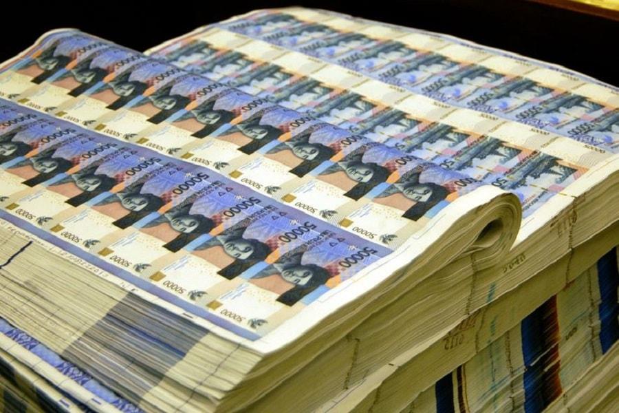 Biaya cetak uang kertas lebih mahal daripada uang logam