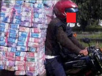 gambar uang banyak, foto tumpukan uang banyak banget, meme uang lucu gokil