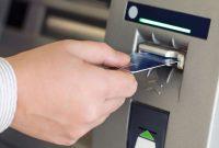 Memasukkan kartu ATM salah terbalik