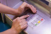 memasukkan PIN ATM harus ditutupi tangan
