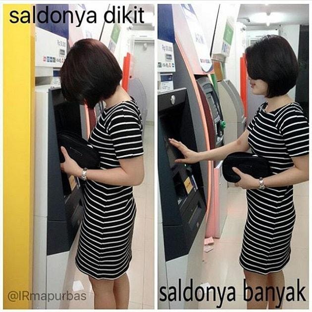 Foto menggunakan mesin ATM dengan gaya Santai