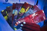 Keindahan uang kertas terbaru Indonesia disinari lampu ultraviolet