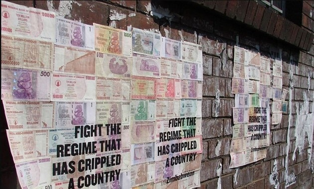 Uang dolar Zimbabwe dijadikan wallpaper