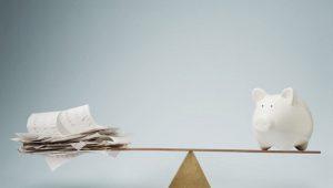 Kelebihan dan kekurangan menabung di celengan daripada di bank